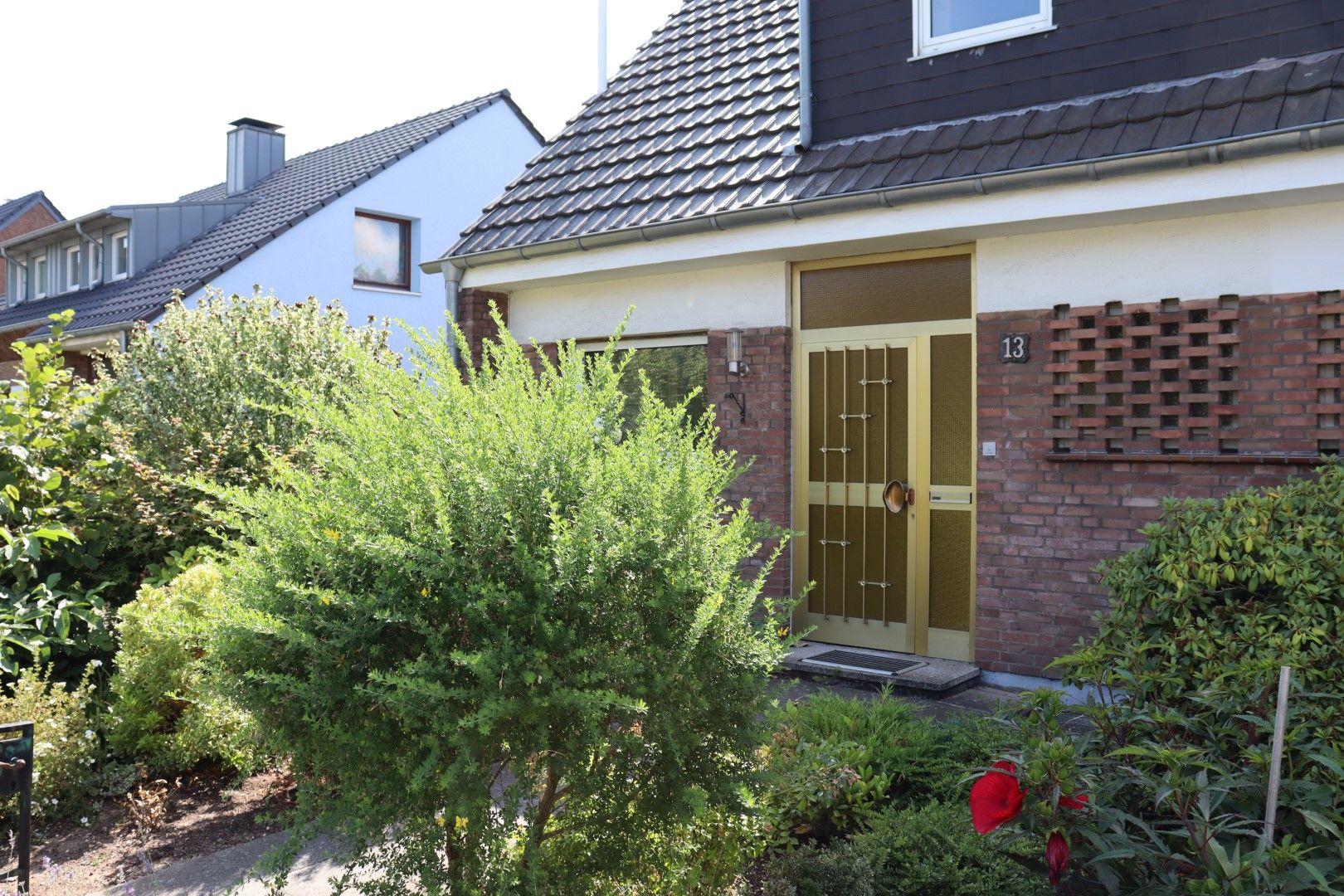Immobilie Nr.0270 | Nelkenstraße 13, 40668 Meerbusch - Lank